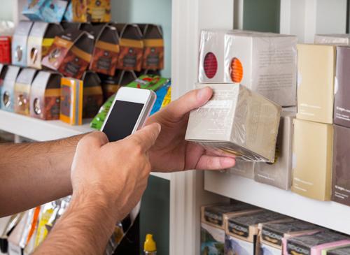3 - Il negozio fisico c'è e lotta con noi: mapuò mostrare senza vendere
