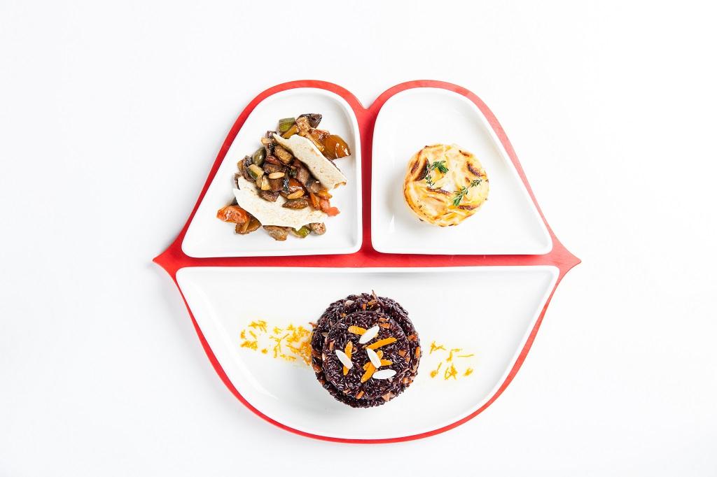 Sailor Venus- Riso venere miele e mandorle con verdurine agrodolci e tortino pomodoro e mozzarella